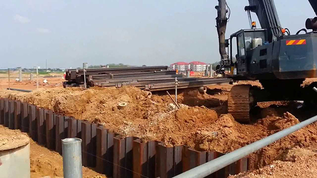 Wall System Combining Sheet Piling and Geogrid Reinforcements